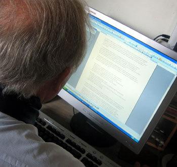 Les seniors et internet : comment se protéger pour surfer en toute tranquilité…