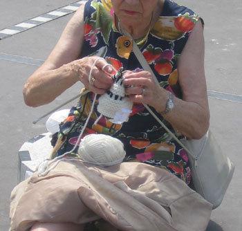 Quand le tricot et la couture viennent au secours des mémoires défaillantes !