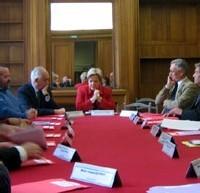 France – Signature de 2 accords cadres visant à former des aides soignantes supplémentaires en Ehpad