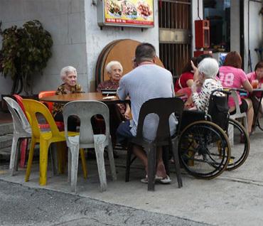 Augmenter l'espérance de vie de la population mondiale en s'attaquant à cinq facteurs de risque