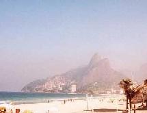 Une femme âgée de Rio de Janeiro piège des dealers grâce à ses enregistrements vidéos