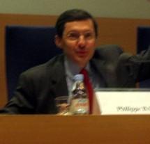 M. Philippe Bas, ministre délégué à la Sécurité sociale et aux Personnes âgées