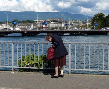 Suisse : les aînés sont les personnes les plus menacées par la pauvreté (Forum Caritas à Berne)