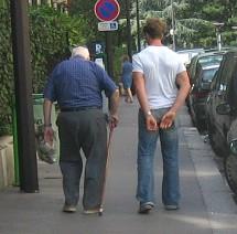 Les femmes vieillissent seules, les hommes vieillissent à deux : un bilan européen