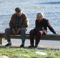 Augmentation de la mortalité chez les couples âgés en cas de maladie ou décès du conjoint