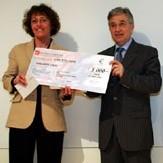 Pierre Marcenac, directeur associé de KPMG, remet son Prix à Oana Barré