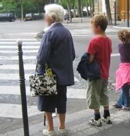 En Suisse des jeunes prennent la place des seniors pour mieux comprendre leurs appréhensions