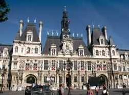Canicule et seniors : Paris relance son plan contre les risques liés aux fortes chaleurs