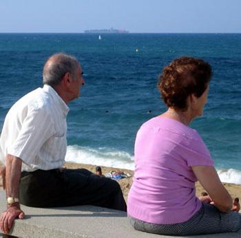 Face à la crise, les seniors privilégient la santé et l'épargne Baromètre « Générations 50 ans et + » 2012 Humanis