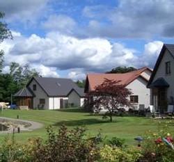 Firhall : un village senior en Ecosse très paisible et… interdit aux enfants