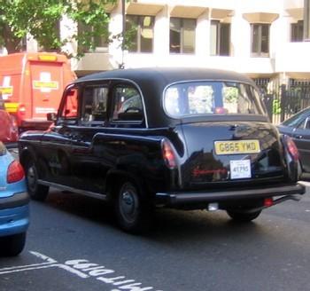A Londres, le doyen des chauffeurs de taxi prend sa retraite à l'âge de 92 ans