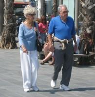 Les jeunes et les seniors : plus heureux que les quadras et les quinquas