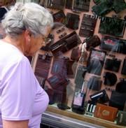 Dominique Strauss-Kahn estime qu'avec la TVA sociale, « on va faire payer les personnes âgées »