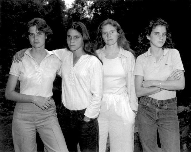 1975  (Crédit Images :  © Nicholas Nixon / © Courtesy Fraenkel Gallery, San Francisco, © Courtesy Pace/McGill, New York et © Courtesy Galerie Eric Dupont, Paris)