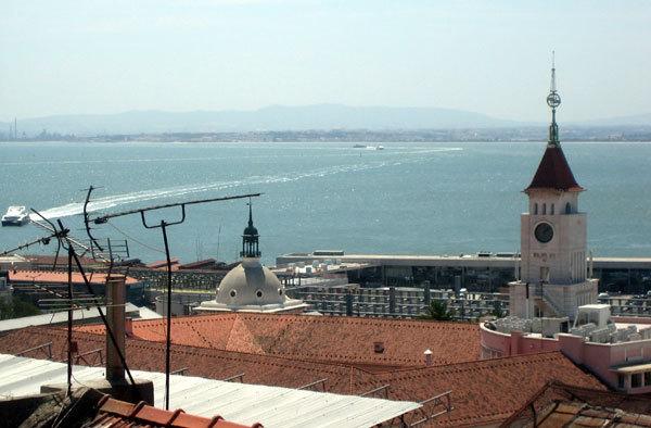 Pourquoi de nombreux retraités français partent-ils vivre au Portugal ?