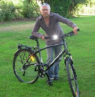 Eric Fournier et son vélo : 35 villes pour un emploi