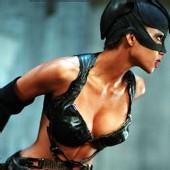 France - Catwoman, en guerre contre le culte de la beauté à tout prix