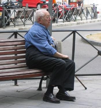 La majorité des suicides concerne les adultes et les seniors de 60 ans et plus, selon l'OMS