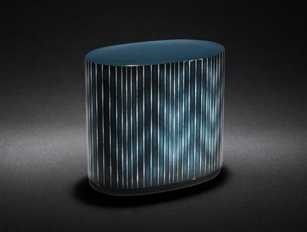 Le laque est un art que maitrise particulièrement les artisans japonais. Cette boite de Shiraito en laque bleue intègre des éclats de coquille d'œuf