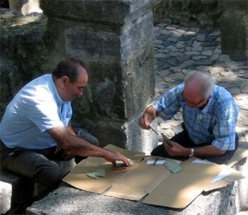 Belgique : enquête sur la qualité de vie des seniors et test sur des téléphones portables adaptés à un public âgé