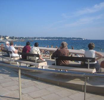 Population française : un tiers de seniors d'ici 2050 selon l'Insee