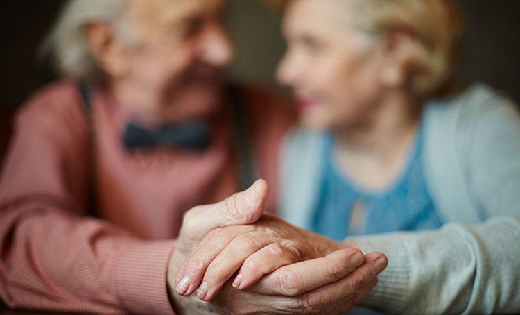 Maisons de retraite, résidences services, maintien à domicile... Quelles solutions pour vos parents âgés ?