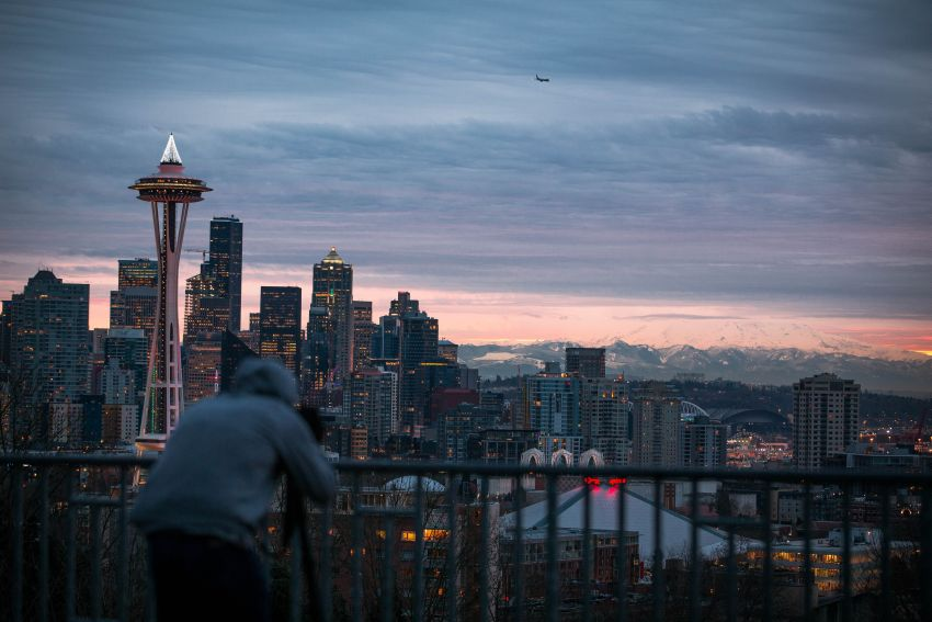 Seattle, Photo by Roberto Nickson by Unsplash
