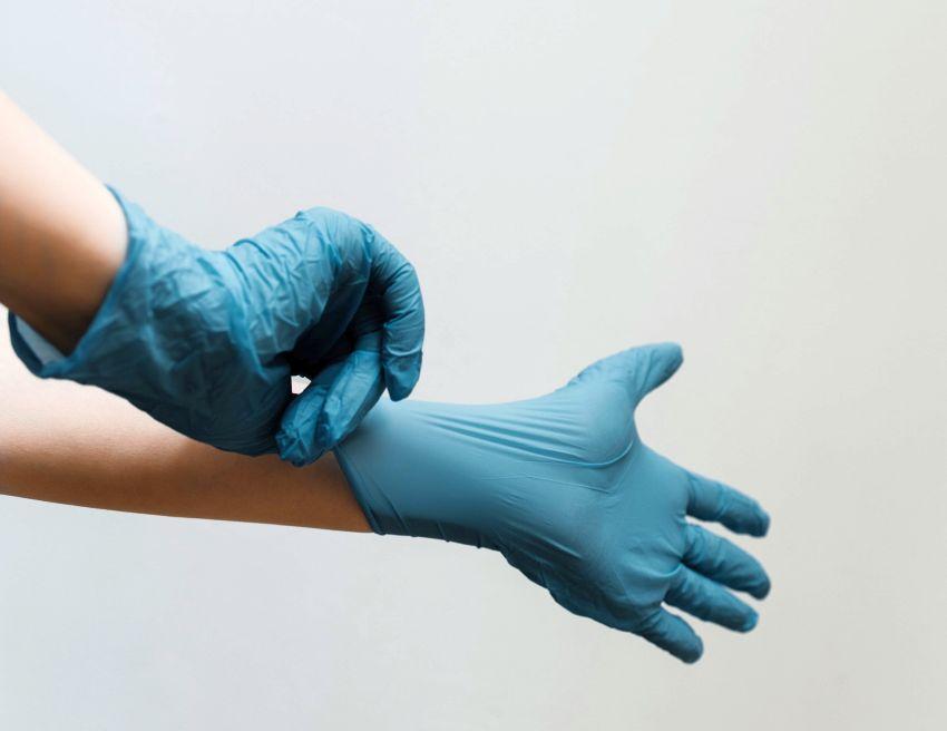 Tests antigéniques : une pratique déployée dans les pharmacies et les aéroports