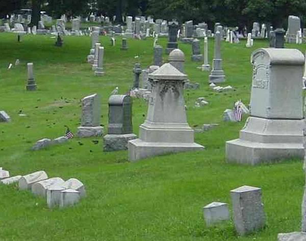 Covid-19 : face à l'épidémie, les règles funéraires évoluent...