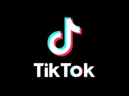 TikTok : une centenaire fait le buzz avec ses chansons