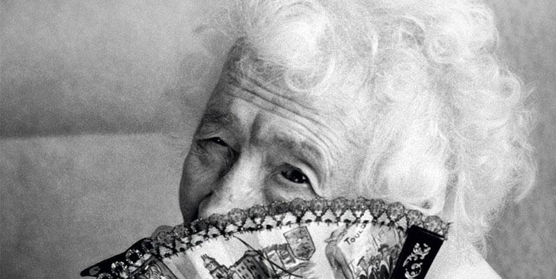 """Photo de Jeanne Calment utilisée pour la couverture du livre """"Le mystère de la chambre Jeanne Calment"""" de Jean-Claude Lamy"""
