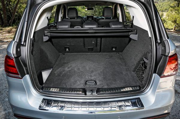 mercedes benz renouvelle sa gamme de suv avec le glc 250 4matic. Black Bedroom Furniture Sets. Home Design Ideas