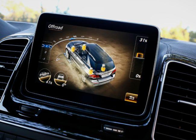 Sur l'écran multimedia s'affiche entre autre les capacités de passage en tout terrain