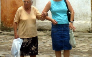 Accueil familial des personnes âgées : Valérie Létard reçoit le rapport Rosso-Debord
