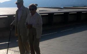 Alzheimer : un retraité tue sa femme malade et se suicide…