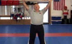 Cane-fu : des seniors pratiquent l'auto-défense avec… leur cannes