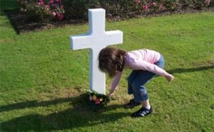 Les fleurs de la mémoire : fleurir les tombes des soldats américains tombés pour la France