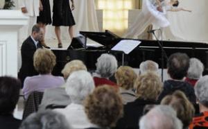 Chœurs vermeils : 1.400 personnes âgées des Hauts-de-Seine vont à l'Opéra