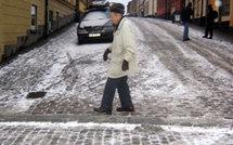 Neuchâtel : avec le verglas, les lycéens viennent en aide aux personnes âgées