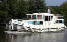 Tourisme fluvial sans permis : une très belle manière de découvrir l'Anjou au printemps