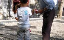 Des grands-parents luttent contre la violence à l'école par une aide au langage chez les jeunes enfants